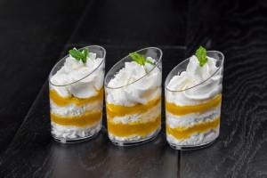 десерт з манго